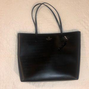 Kate Spade black cow leather purse w/ zip closure